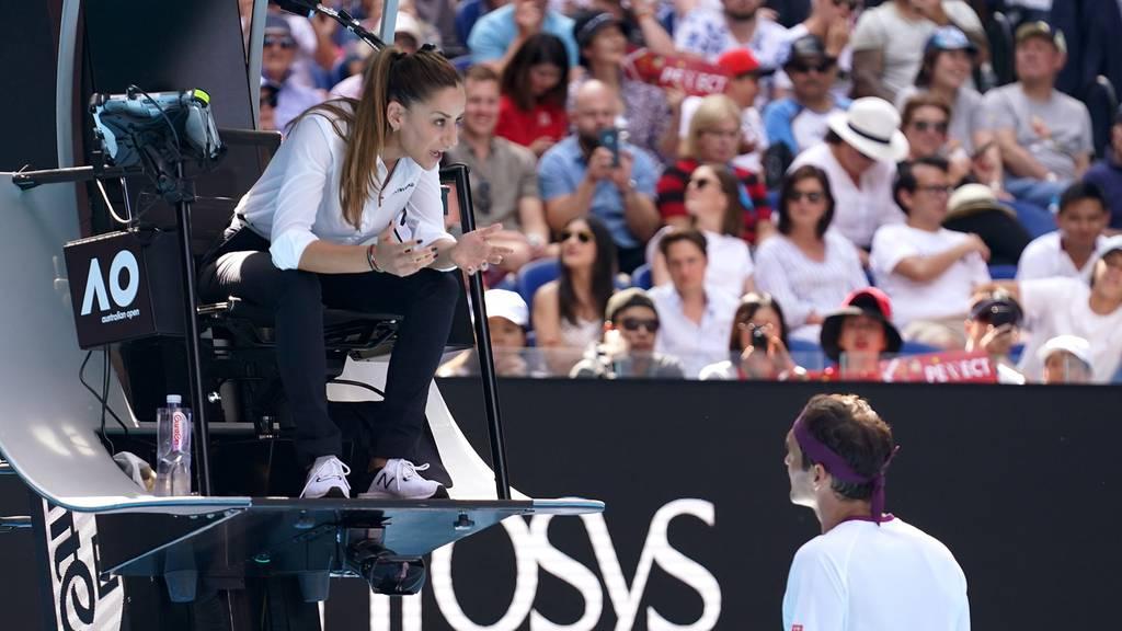 Roger Federer flucht, kassiert Verwarnung und legt sich mit Schiedsrichterin an