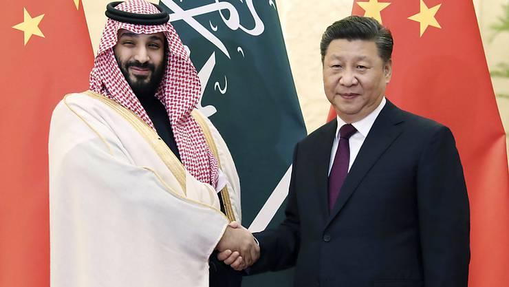 Chinas Präsident Xi Jinping (r.) und der saudische Kronprinz Mohammed bin Salman am Freitag in Peking.