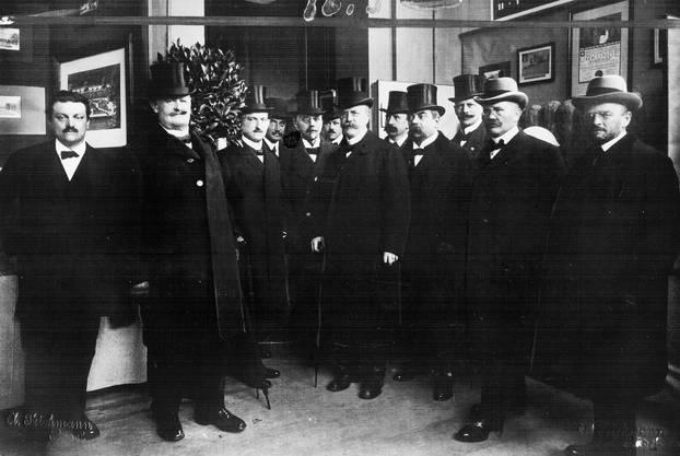 1917: Delegation des Bundes-, National- und Ständerates mit der Basler Regierung an der Eröffnung der ersten Mustermesse.