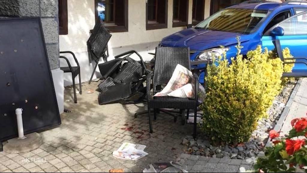 """Seniorin fährt mit Auto in Restaurant """"Kafichanne"""""""
