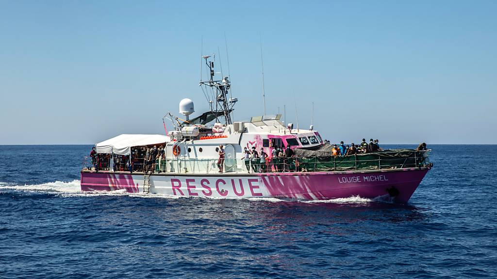 Das Rettungsschiff «Louise Michel» ist ein ehemaliges französisches Patrouillenboot. Foto: Santi Palacios/AP/dpa