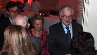 Stadtammann Marcel Guignard und seine Frau Annelies sowie Vizeammann Carlo Mettauer (links) wünschen ein gutes neues Jahr. Kel