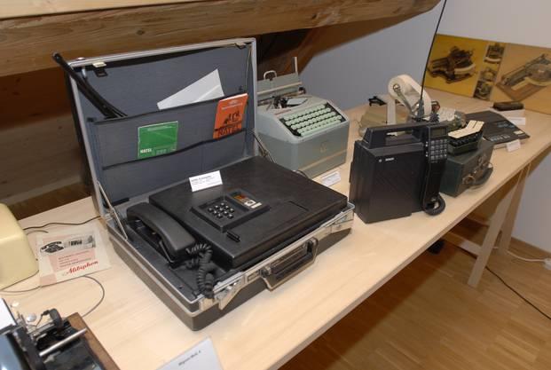 Handy? Handlich war der tragbare Natel-A-Telefonkoffer definitiv nicht. Aber er erlaubte das Telefonieren unterwegs.