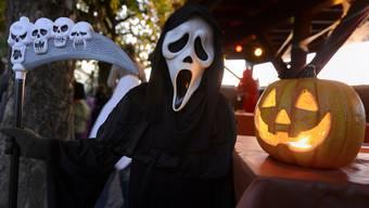Halloween sollte man dieses Jahr lieber zuhause feiern, nur im Kreise der Familie. (Symbolbild)