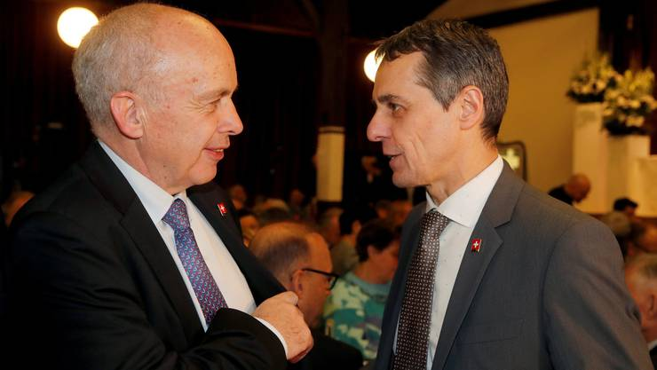 Sprechen nicht mit einer Stimme: Bundesratskollegen Ueli Maurer und Ignazio Cassis (r.).
