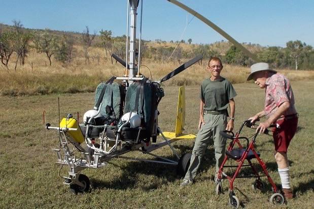 Mit 103 Jahren reiste Goodall mit einem Gyrocopter zu einer Rinderfarm.
