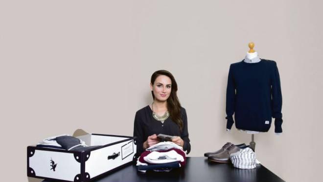 Wer bei Outfittery online Kleider bestellt, erhält sie, von einer Stilberaterin persönlich zusammengestellt, per Paket. Das kostet. Foto:  HO