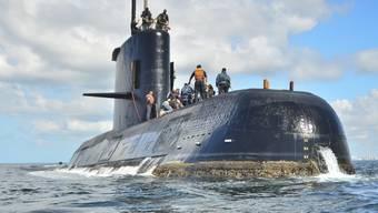"""Das in Deutschland gebaute U-Boot """"ARA San Juan"""" des argentinischen Militärs bei einer Übungsfahrt. (Archivbild)"""