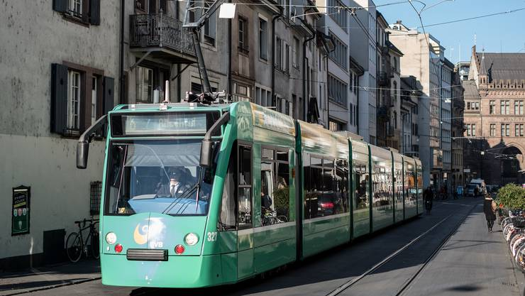 Das Tramnetz soll so verändert werden , dass Fussgänger und Velos besser neben den Trams durchkommen.