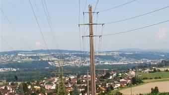 Nahe am Wohngebiet: Stromleitungen im Gemeindebann Niederwil.