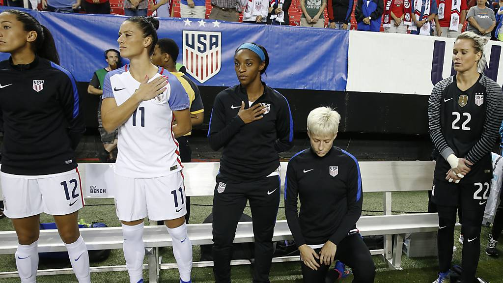 US-Fussball kippt Protestverbot bei der Hymne: Knien wieder erlaubt