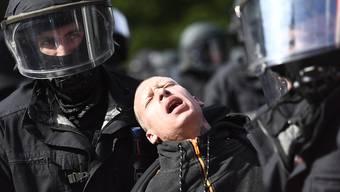 Die deutsche Polizei hat im Zusammenhang mit dem G-20-Gipfel im Juli 2017 in Hamburg zahlreiche Fahndungen nach Personen in 15 Ländern eingeleitet. (Archivbild)
