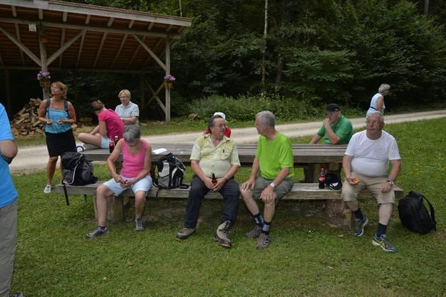 Abendwanderung von Messen durch den Bucheggberger Wald zum Forsthaus Messen und zurück mit 32 Teilnehmern 34