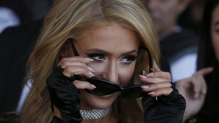 Paris Hilton ist wieder solo; ihre Verlobung mit Chris Zylka im letzten Januar bezeichnet sie nun als falsch. (Archivbild)