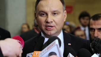 Der polnische Präsident Andrzej Duda schwächt eine Justizreform der Regierung teilweise ab. (Archivbild)