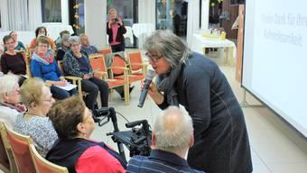 Mit viel Einfühlsamkeit erklärt Franziska Büttler im Alterszentrum Sunnepark in Egerkingen, was bei der Biografiearbeit mit demenzkranken Menschen zu beachten ist.