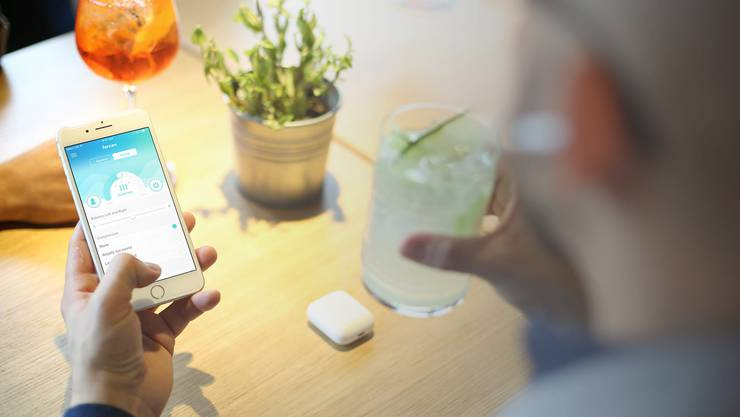 Über eine App kann die Hörverstärkung über die kabellosen Kopfhörer individuell eingestellt werden.