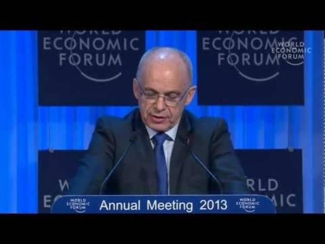 Diese Begrüssungsrede am WEF 2013 in Davos muss man sich unbedingt auf der Zunge zergehen lassen.