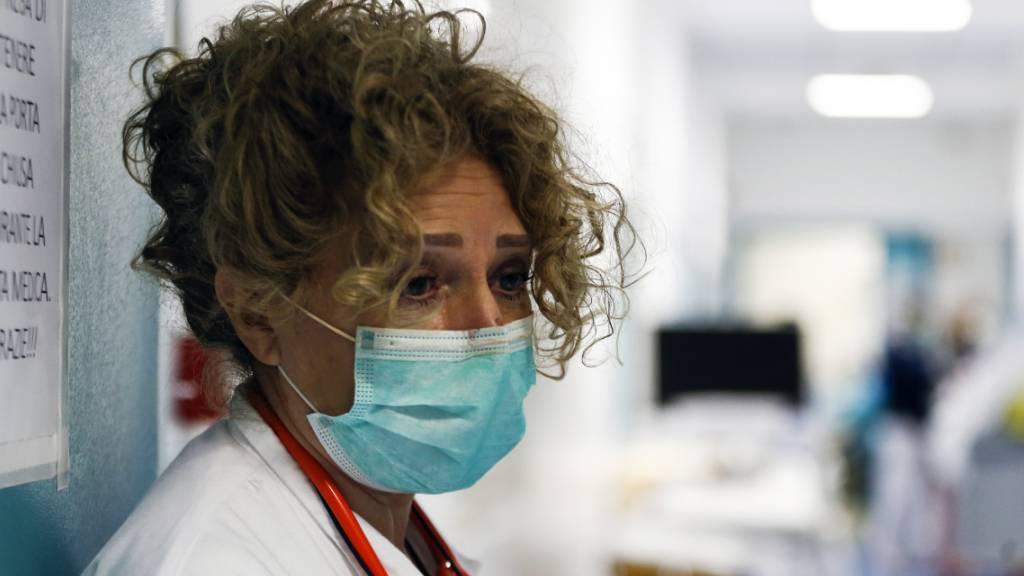 Die italienische Regierung hat die wegen der Corona-Pandemie verhängte Ausgangssperre bis Ostern verlängert. Die vor drei Wochen angeordnete landesweite Ausgangssperre gelte noch mindestens bis zum 12. April, teilte Gesundheitsminister Roberto Speranza am Montagabend mit. (Symbolbild)