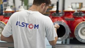 Ein Alstom-Mitarbeiter in einer Fabrik in Oberentfelden.