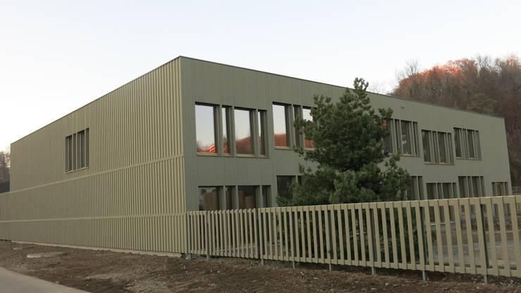 Das neue Schulhaus soll bis 2023 auf dem Goldiland-Areal erstellt werden, wo bereits das «Chinderhuus» (Bild) steht.