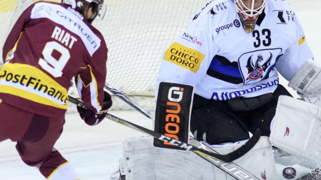 Zu wenig kaltblütig: Genfs Damien Riat scheitert, wie die meisten seiner Teamkollegen, an Fribourgs Goalie Barry Brust