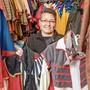 Hat im ehemaligen «Wollehus» in Dulliken das ideale Zuhause für ihre Kostüme gefunden: Nadja Zeller.