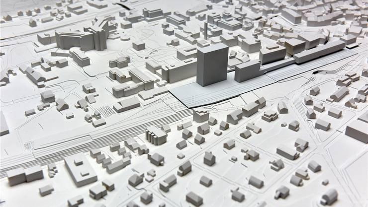 Stein des Anstosses: Das geplante Hochhaus am Bahnhof (links), das in Liestal alles überragen wird.