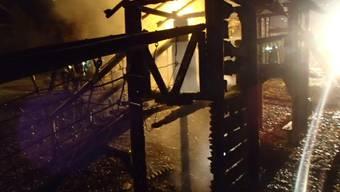 Zum zweiten Mal stand der Holzturm auf dem Schulhaus-Spielplatz in Flammen. Handelt es sich dabei um Brandstiftung?
