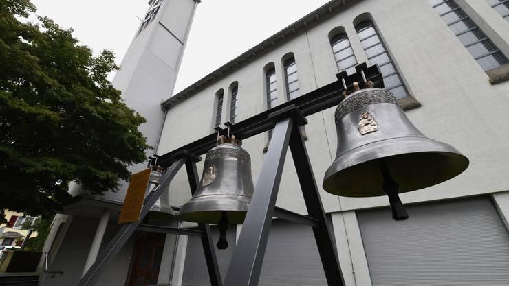 Seit Kurzem stehen sie wieder vor der St. Antonius-Kirche in Pratteln, die drei 1935 gegossenen Glocken.