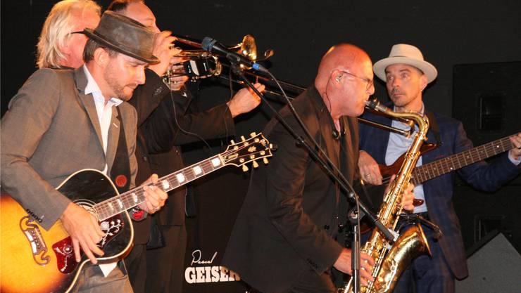 Temperamentvoll: Pascal Geiser (links, mit Hut) und seine Band am letzten Blues-Festival in Fricks Monti. Archiv/psc