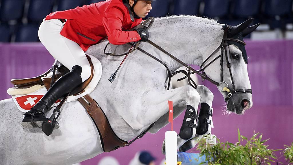 Martin Fuchs an den Olympischen Spielen in Tokio im Sattel von Clooney