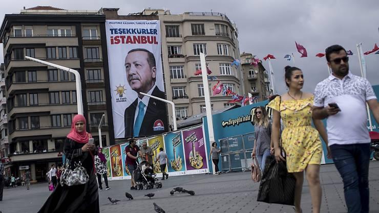 Die EU will nach dem Wahlsieg von Recep Tayyip Erdogan bei den Präsidentschaftszahlen in der Türkei vorerst keine Verhandlungen über eine Zollunion aufnehmen.