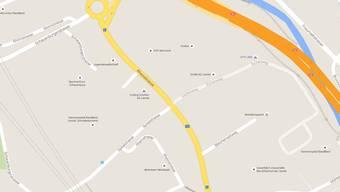 In der Liestaler Rheinstrasse, auf Höhe der Einmündung des Eichenwegs geschah der Unfall.