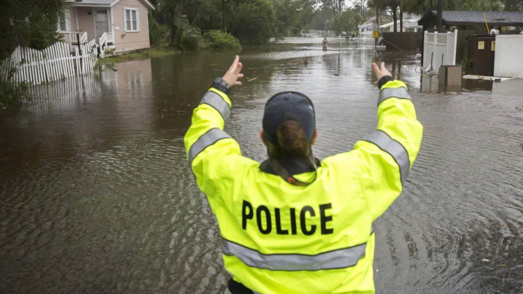 Der gewaltige Sturm «Irma» erreichte mit Regen und Hochwasser am Montag auch den US-Bundesstaat Georgia.