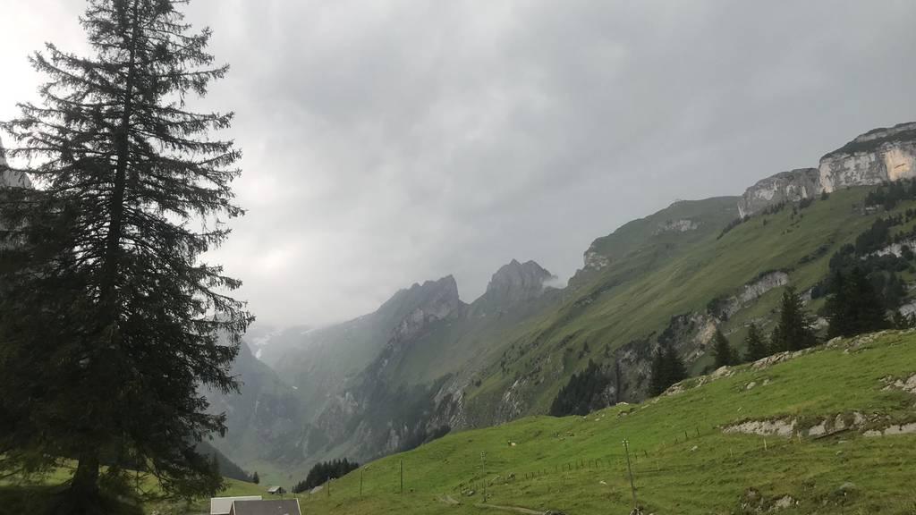 Dunkle Wolken über der Ostschweiz: In der Schweiz war es am Dienstag, wie hier im Alpstein, bedeckt.