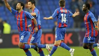 Carlitos (links) erzielte für Basel den wichtigen Führungstreffer