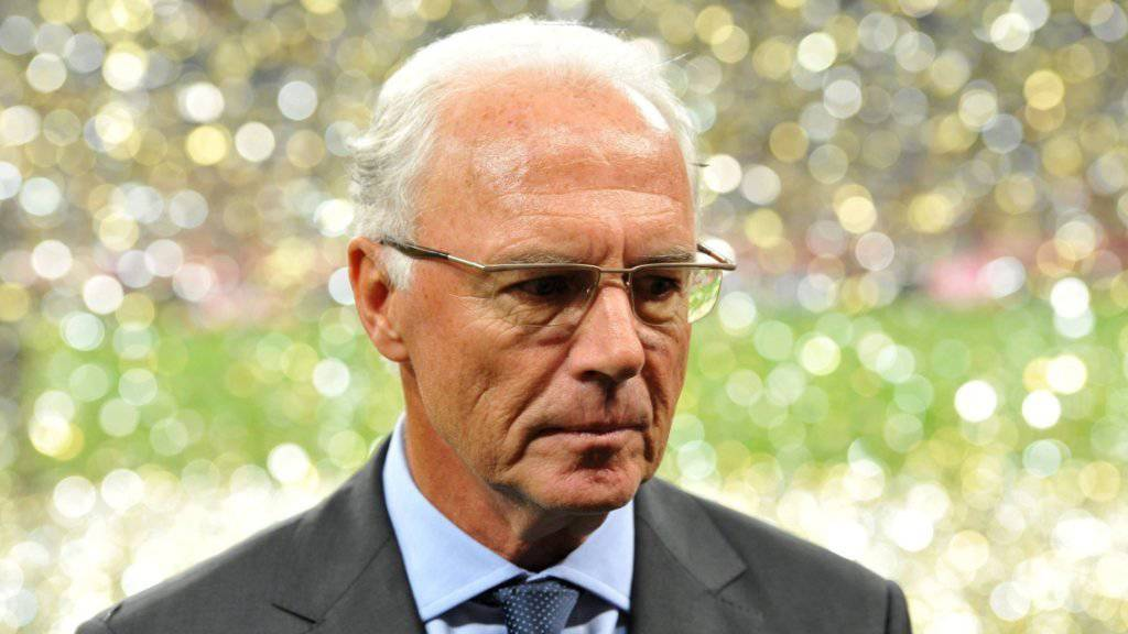 Franz Beckenbauer mit nachdenklicher Mine