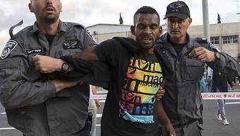 Polizisten in Tel Aviv nehmen äthiopisch-stämmigen Israeli fest