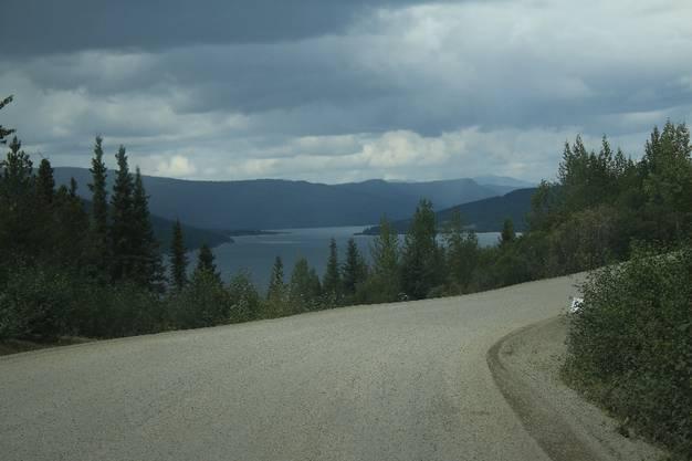 Eine 1000 Kilometer lange Fahrt ist im Nordwesten Kanadas nicht dasselbe wie in Europa.