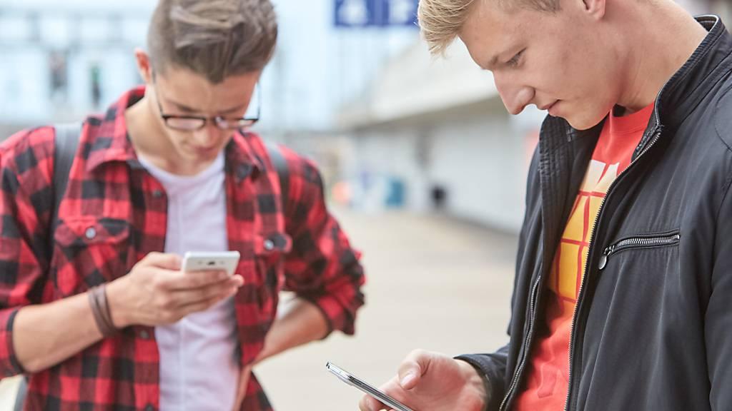 Besonders bei jungen Leserinnen und Lesern haben Soziale Medien immer mehr Einfluss auf die Meinungsbildung. (Symbolbild)
