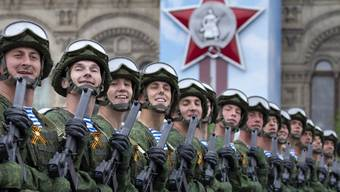 Russische Armeeangehörige anlässlich der Militärparade in Moskau am Donnerstag zum 74. Jahrestag des Sieges über Hitler-Deutschland.