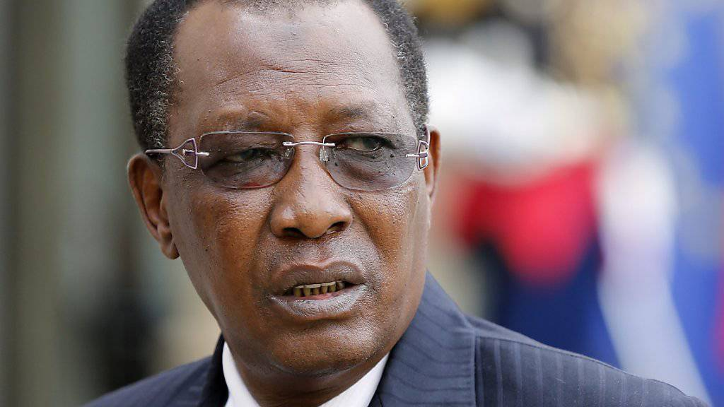 Der Präsident Tschads, Idriss Déby, spricht in einem Interview in Frankreich über Glencore-Darlehen