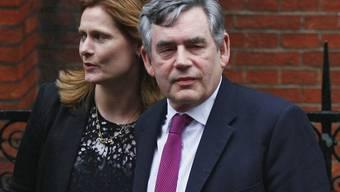 Gordon Brown mit seiner Frau vor der Anhörung