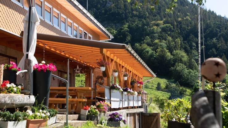 Das Bergrestaurant Schauenburg liegt auf der Südseite der Hasenmatt. Sie liegt etwas ab von der vorgegebenen Route aber ein grosser Umweg ist es kaum.