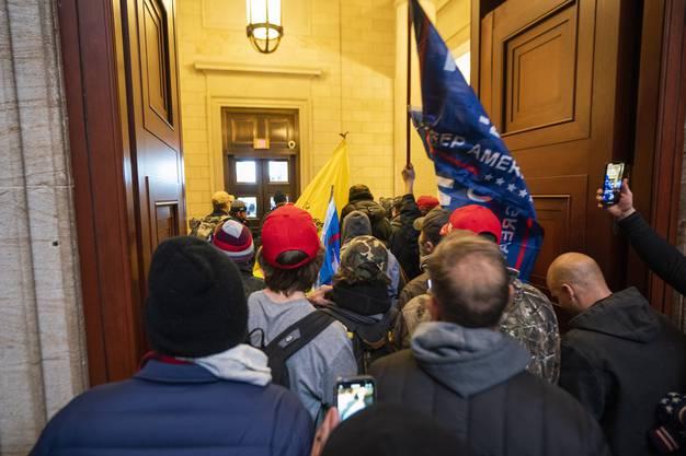 """""""Aggressiv"""" sei der Mob beim Eindringen ins Kapitol gewesen, erzählt der Fotograf."""