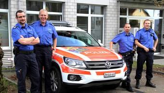 Urs Weiersmüller, Thomas Baumgartner, Yves Niedermann und Pirmin Widmer (von links nach rechts) sorgen rechts der Limmat für Sicherheit.