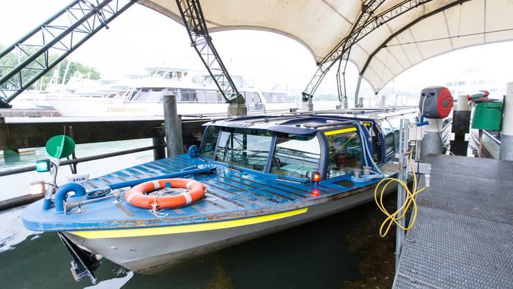 Das angelegte Limmatschiff «Felix» bleibt voraussichtlich für mindestens zwei Tage stehen: Aufgrund der Hitze stellt die ZSG ihren Betrieb ein.
