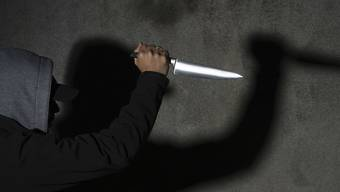 Der Mann hatte das Messer laut Zeugen schon im Restaurant offen in seinen Hosenbund gesteckt. (Symbolbild)