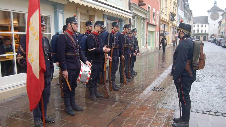 Heute marschieren zehn Uniformierte durchs Laufental.